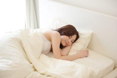 【梅雨の恐怖】布団が重い、カビ臭い!?  眠りの質をも左右する、寝室の除湿と換気